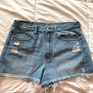 American Eagle Distressed Denim Mom Shorts 💙